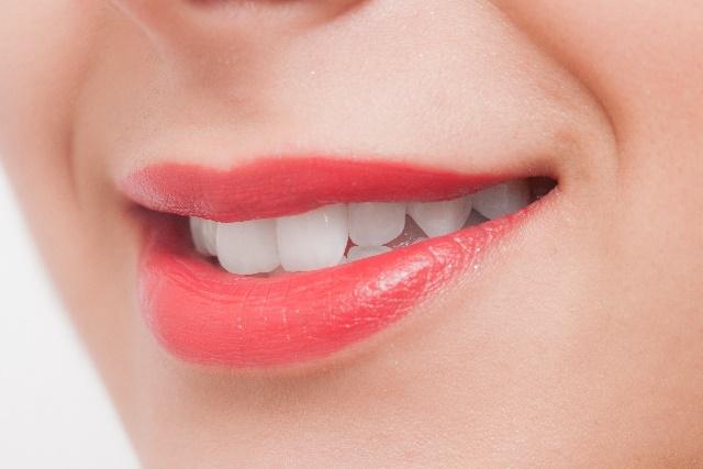 高松の審美歯科「サンシャイン歯科」では安い費用で保険の銀歯を白い歯に出来る!