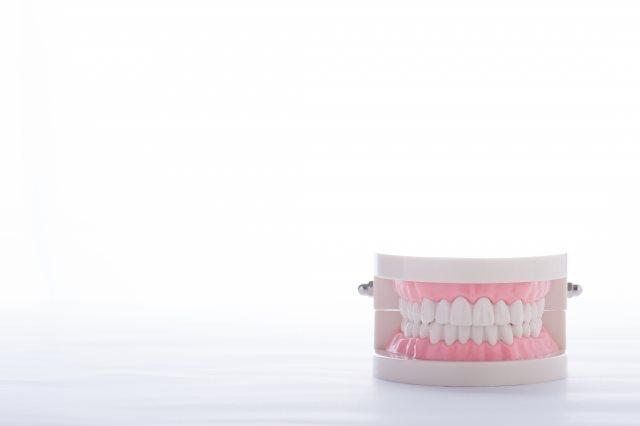 高松の審美歯科【サンシャイン歯科】ではメリット多数の素材「セラミック」に対応